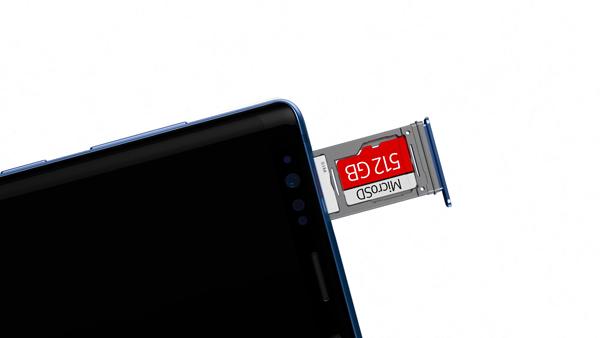 支援最高512GB micro SD记忆卡扩充,结合手机内存,用家可享有高达1TB的储存容量。