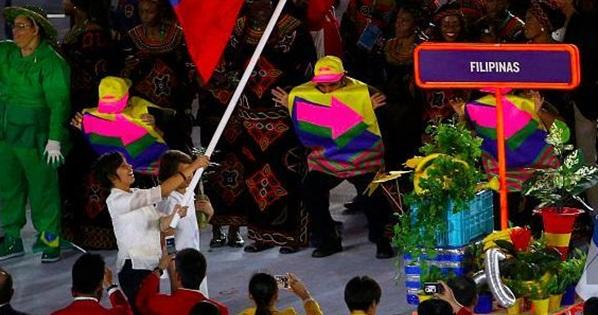 ■在2016年里約奧運會開幕禮,奧爾巴(左)是菲律賓旗手,代表了她的地位。