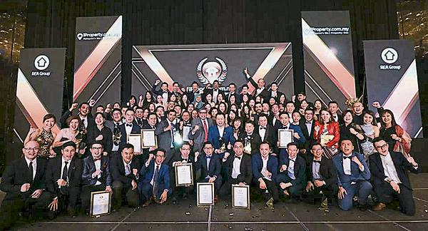 <b>获得奖项是对他们的鼓励及动力,陈俐燕与梁翔奕希望可与团队一起迈向更高峰。</b>