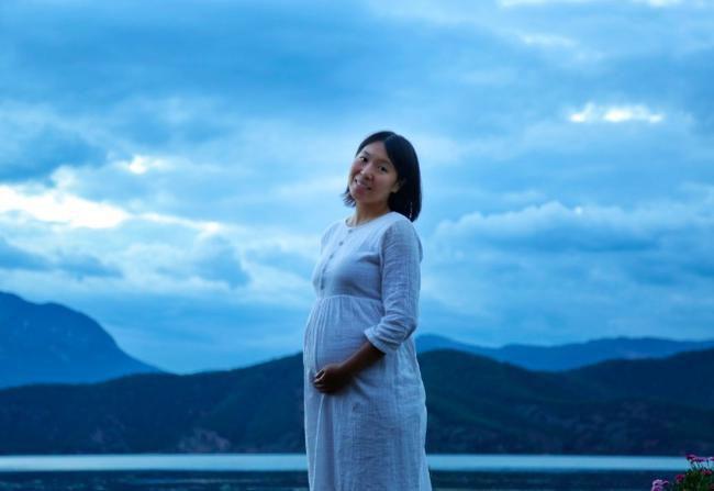 李晓霞上个月在微博宣布怀孕时所贴上的照片,腹中女儿已在10月26日诞生。