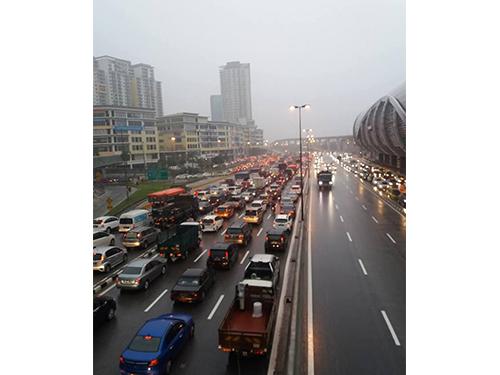 白蒲大道的交通严重阻塞。