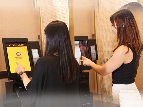 旧街场白咖啡的点餐机可通过刷脸登录点餐。
