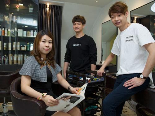 吴小游(左起)、刘展侥和陈均锭在新加坡携手创业。