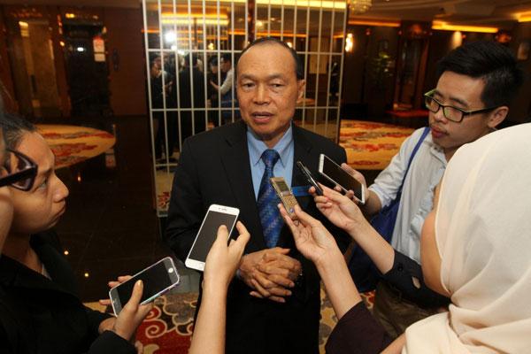在顶级手套向Adventa资本提出法律诉讼后,该公司主席丹斯里林伟才已提出将刘振源从董事局除名。