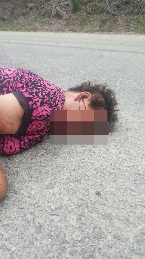 死者骑摩哆撞狗后,摔跌在地导致头部受重创,奄奄一息。