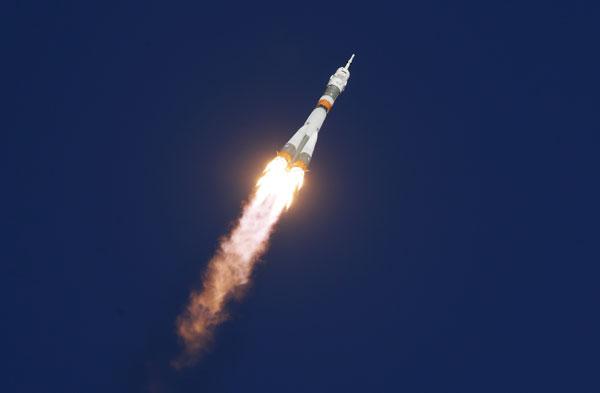"""""""联合号""""(Soyuz)MS-10太空船由运载火箭搭载升空。(欧新社)"""