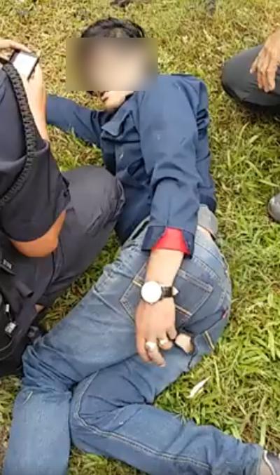 男子被见义勇为的民众制伏,最后交警查办。