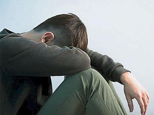 引导孩子表达情绪,适时舒解压力,避免青少年罹患忧郁症的风险。