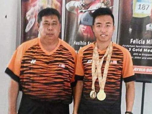 艾迪布纳(右)夺得大马第15枚金牌。(星报档案图片)