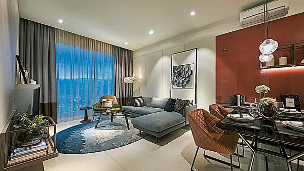简约元素-以位于吉隆坡Eco City的ViiA Residences示范单位为例,黎兆康基于怀着对生活的由衷热爱,对精英阶层家居情景的思考,将白色作为客厅的主色调,以红色点缀区分饭厅空间,让整体格局分外鲜明,一目了然。