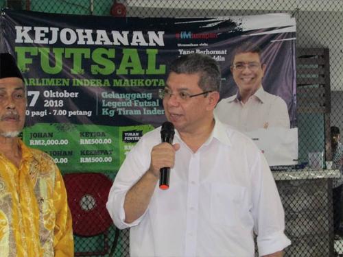 赛夫丁百忙中拨空返回英迪拉马哥打国会选区,为室内足球赛主持开幕。