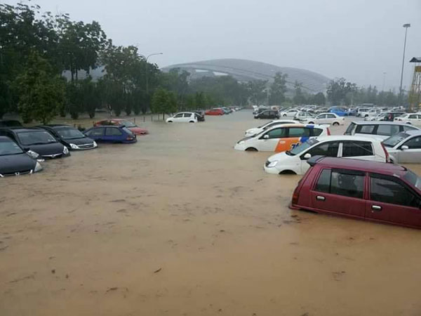 20181028pfb20d-Malaysia_Cup_rain