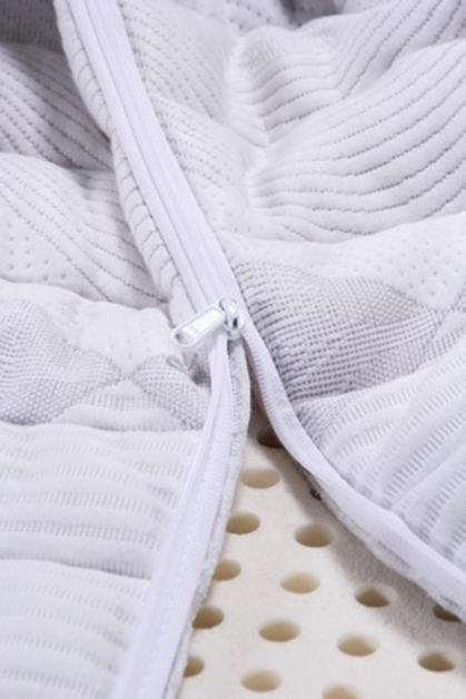100%天然乳胶的蜂巢式气孔构造,使空气自然对流畅通,因此透气性佳。