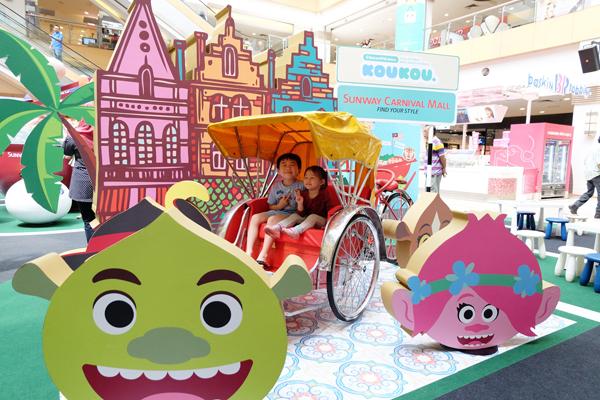 三轮车是槟城珍贵的移动古迹,梦工厂来槟宣传当然少不了 三轮车。