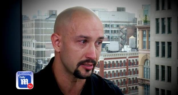 提到醉驾破碎了他们的家庭,金赛德流下男儿泪。