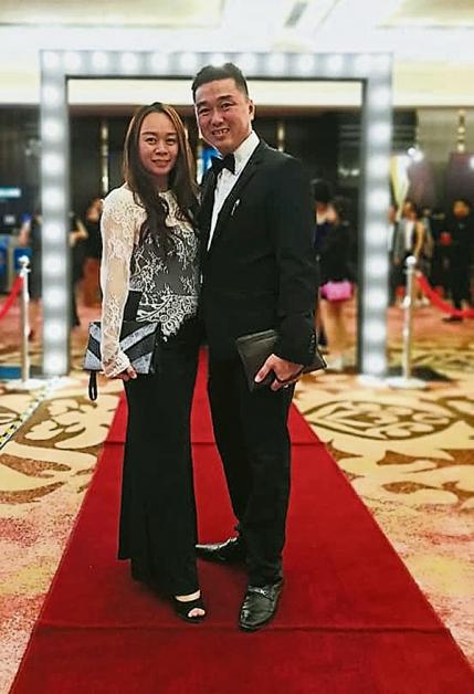 <b>陈俐燕(左起)及梁翔奕盛装打扮,出席宴会。</b>
