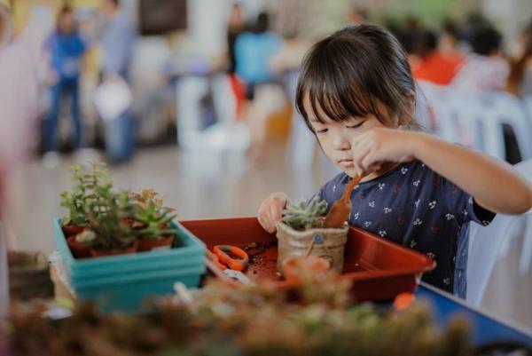 芙蓉新城嘉年华备有适合各年龄层的活动,是一家大小共享欢乐周末 的好去处。