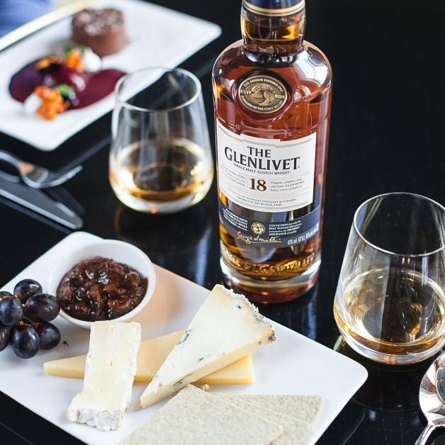 """""""The Glenlivet""""(格兰利威)坚持始终如一,成就世界标竿的单一麦芽苏格兰威士忌品牌。"""