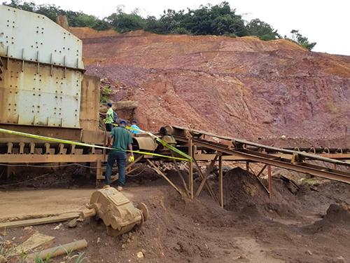 非法矿地被围上警戒线。