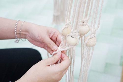 绳结艺术Macrame——棉绳、架框,加上一双手,就可以编出漂亮的绳结图形。