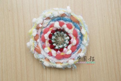 创意编织——结合刺绣、钉珠、混合布料等,创意编织有主题、故事性的画面。