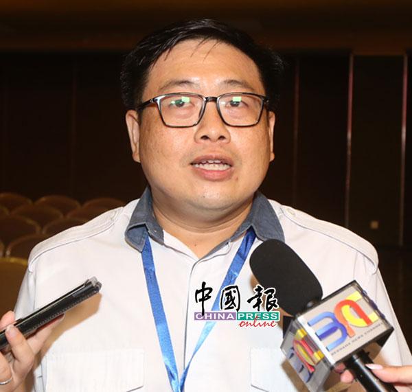 吴健南向媒体发表败选感言,同时也大方恭喜竞选对手王晓庭当选为新任马青总团长。