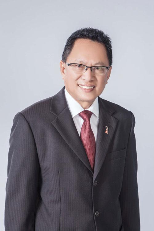 巫统前最高理事拿督弗亚查卡希,要求《马来西亚前锋报》就向前首相拿督斯里纳吉作出的不实报导道歉,否则将号召巫统党员杯葛该报。