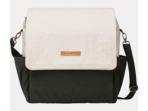 Boxy Backpack是品牌的畅销款式,提供无限创意用途。