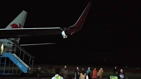 狮航客机疑撞上一支灯柱,导致客机的左侧机翼突然断裂。
