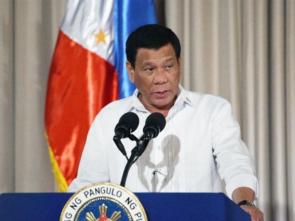菲律宾总统迪泰特表示,只要有员警杀死贩毒的上司,都将获得奖金及免费香港之旅。