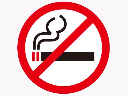 餐馆业者受促根据法令阐明的禁烟区告示牌尺寸,遵照使用。