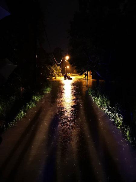 烏魯冷岳10哩村水災情況嚴重。