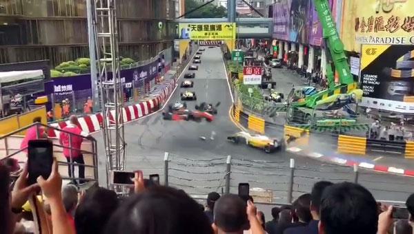 德国女车手苏菲娅佛罗絲的赛车失控瞬间。