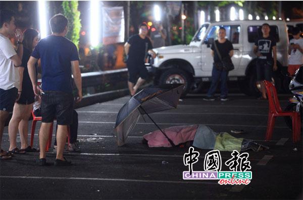 发生撞人事故后,1名妇女当场死亡。