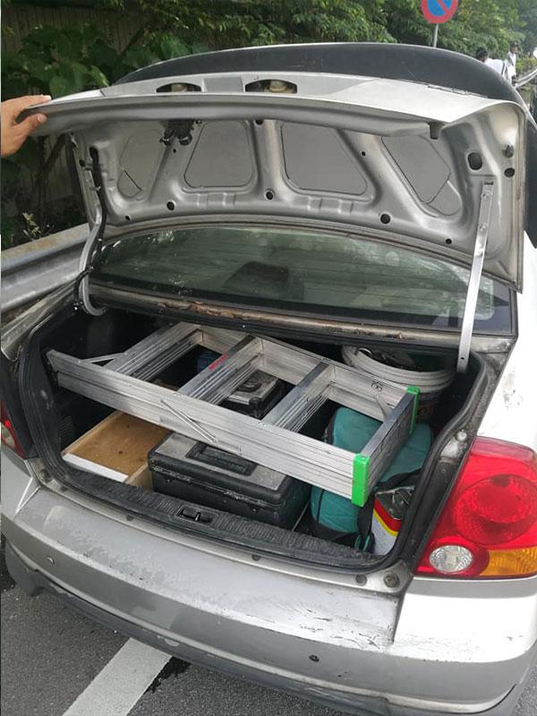 马汉辉因用私家车载送工具,遭开罚单。(图取马汉辉面子书)