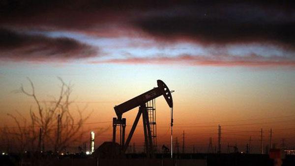 原油期货价在周二早盘即大跌6%,创下原油期货价1年来的新低。