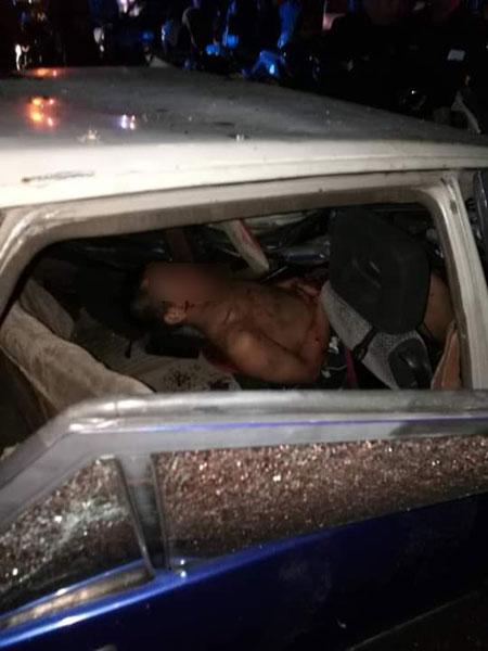 其中一名匪徒夹困车内动弹不得。