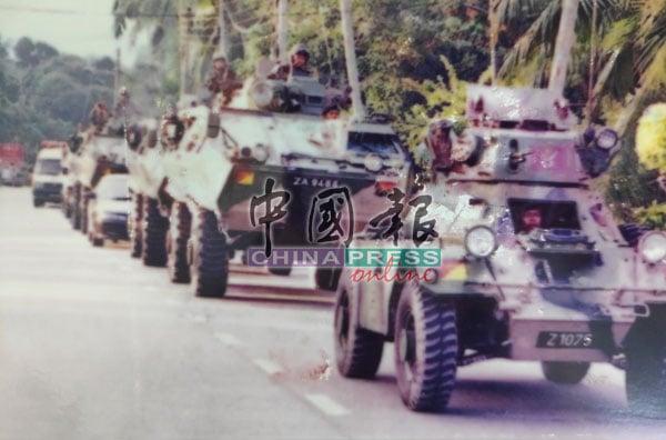 当局在发现伪军的邻近地区,安排多辆装甲车戒备。
