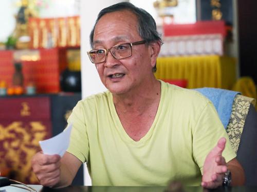 邱武秀来新寻找失散近30年的妻子和女儿。