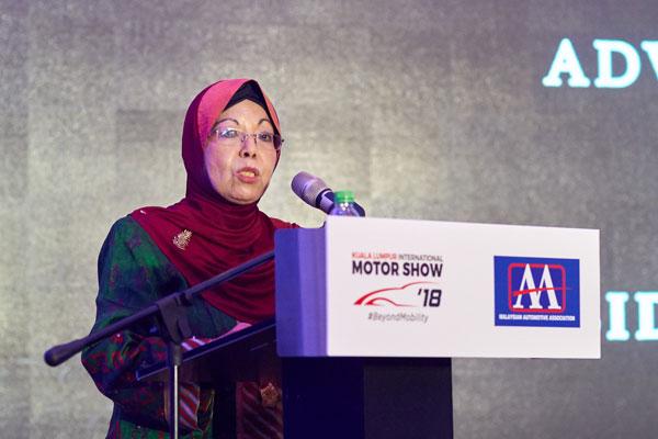"""艾莎:一连10天的""""2018年吉隆坡国际汽车展"""",预计可吸引35万人前来参观。"""