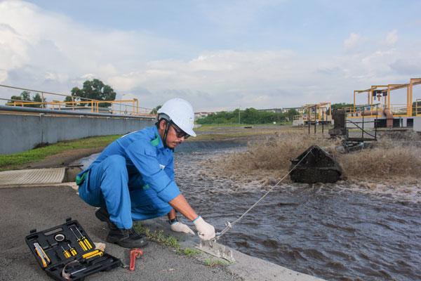 英达丽水公司的员工定期检查安全措施以及污水问题!