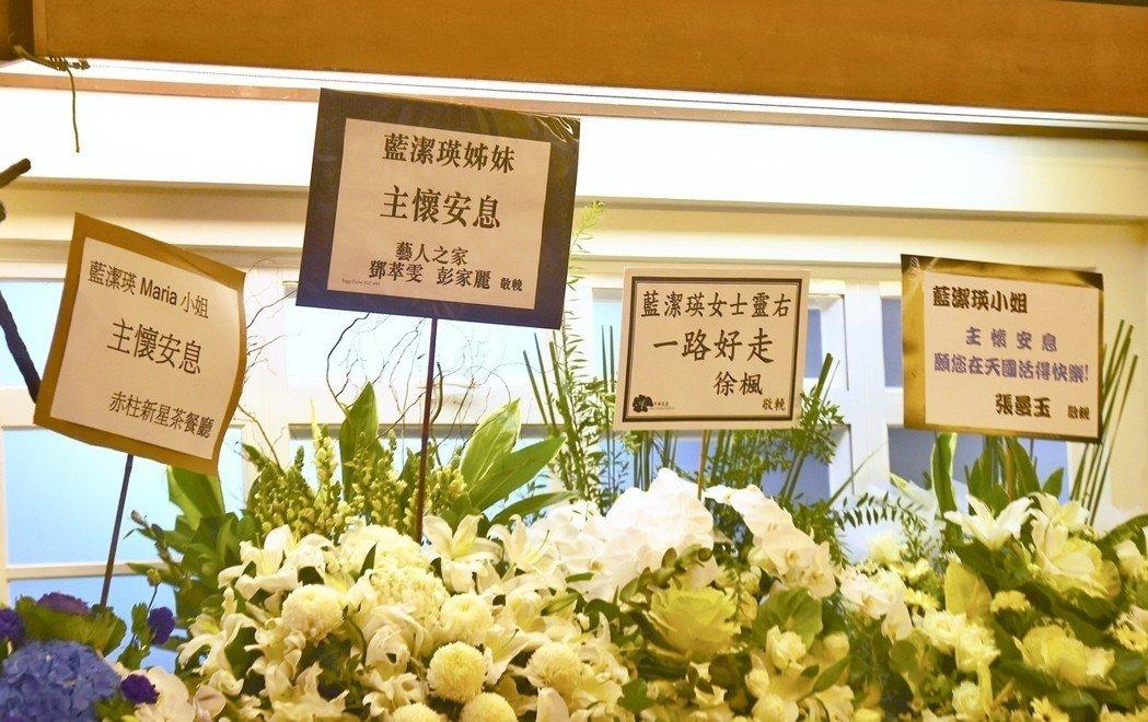 香港女星蓝洁瑛所属天主教会为她举行追思弥撒,徐枫和张曼玉等演艺巨星送花。中通社