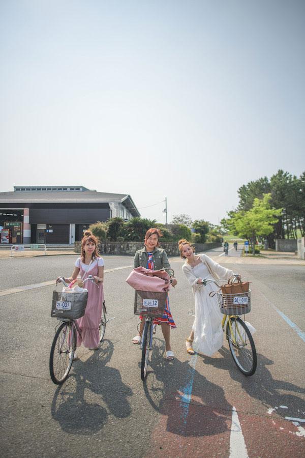 海中道海滨公园两端的距离大约4公里长,游客可以租借脚踏车在园内,收费为每3小时400 日圆,或1天700日圆。