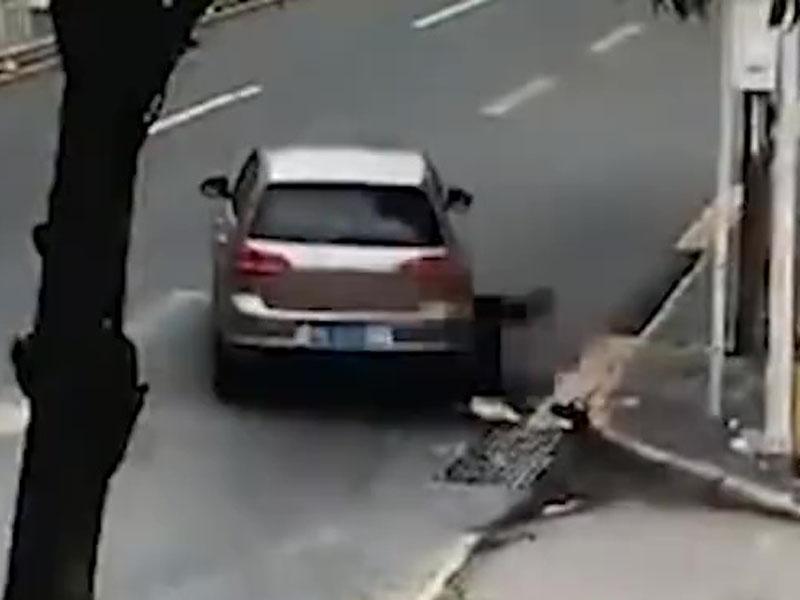 张姓男子驾车驶至,将躺卧在马路的醉汉当场辗毙。