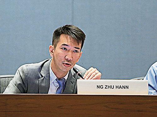 黄詝瀚在2018年全球人居环境论坛发表《联合国11个发展目标的本地化实施战略》课题。