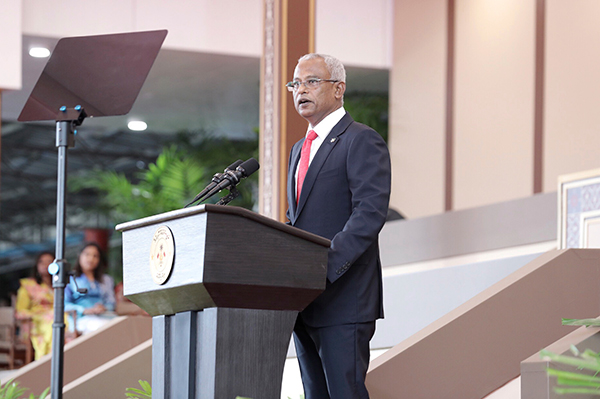 马尔代夫新任总统伊布拉欣周六宣誓就职后,发表讲话。(美联社)
