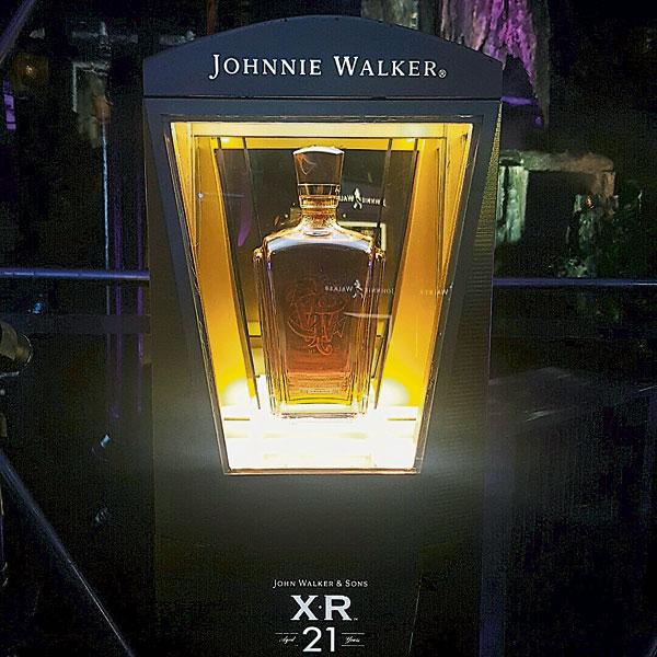John Walker & Sons XR 21是纪念亚历山大华克,受封英国爵士荣耀时刻的佳酿。