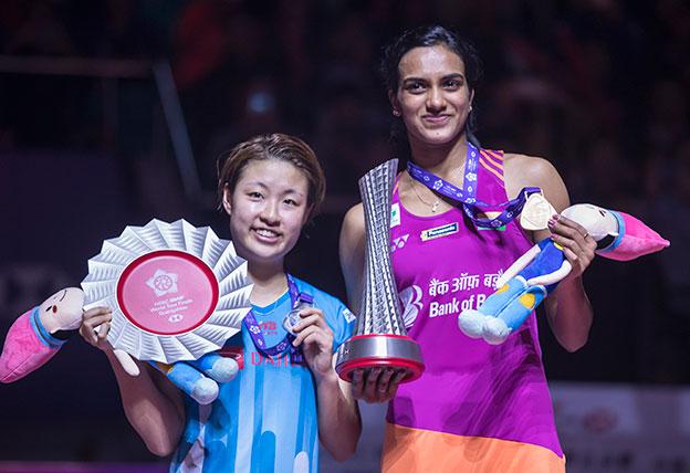 欣杜(右)在决赛战胜奥原希望,终于突破大赛冠军荒。(欧新社)