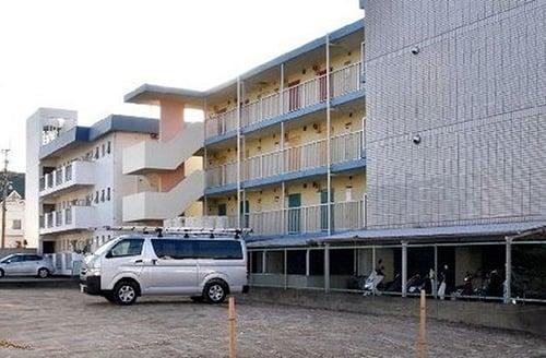 74岁的阿公奥田义久的居住公寓,日前面临拆迁,工程人员进屋发现一具女性腐烂尸体。
