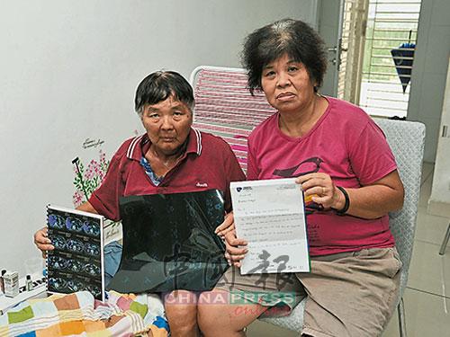 张贵芳(左)退休后,每月就依靠孩子给予生活费。